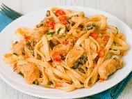 Рецепта Талятели паста с гъби манатарки, течна сметана, пилешко филе, чери домати и бяло вино